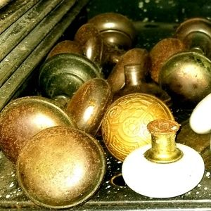 Plain brass antique knobs only!